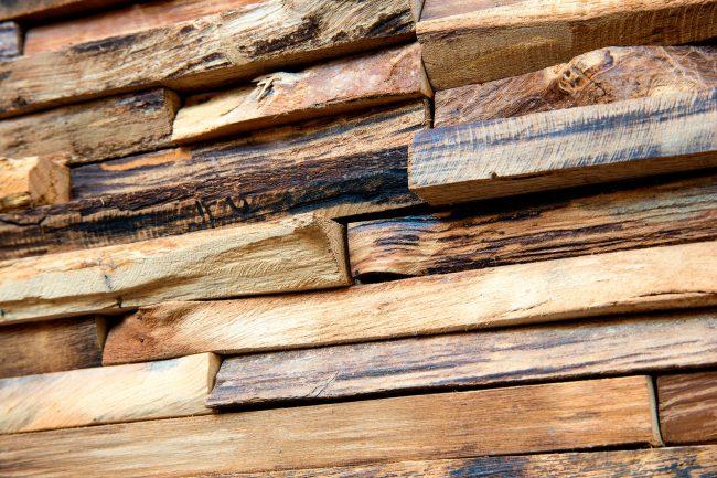 Wandverkleidung aus Altholz