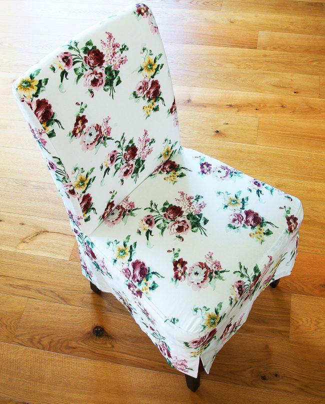 Stuhl mit floralem Muster