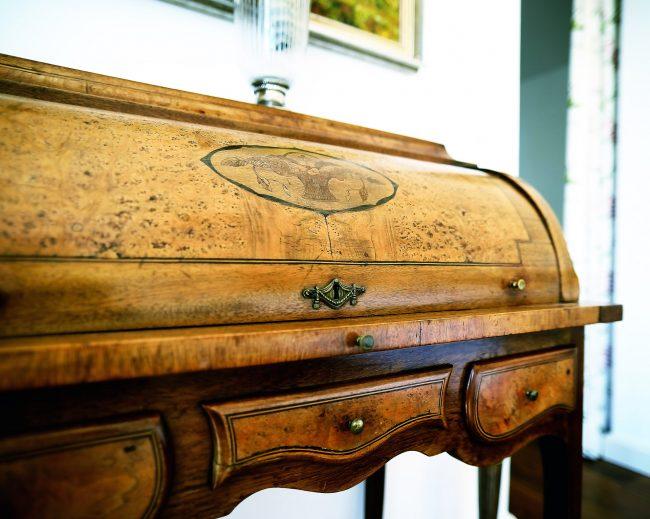 Antiker restaurierter Sekretär