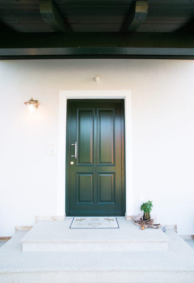 Grüne Eingangstür