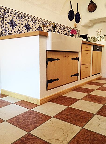 Küchenschrank in Holzoptik