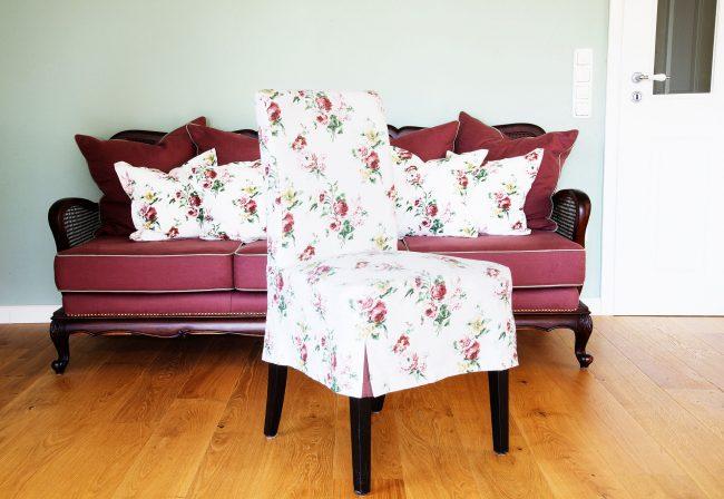 Sofa und Stuhl