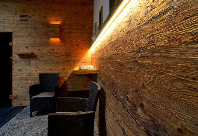Hochwertige rustikale Holzvertäfelung