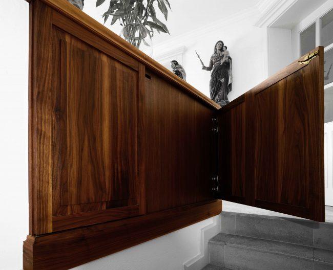 Edles Sideboard mit integrierter Treppenlösung