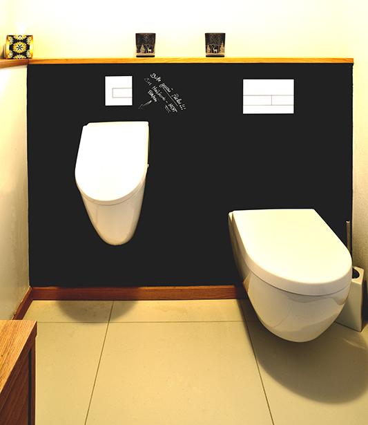 Kunden-WC mit Urinal und Wandverkleidung