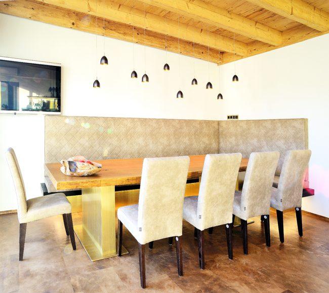 Essen auf rustikalen Holztisch
